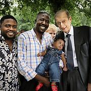 Piero Fassino alla consegna degli attestati di cittadinanza simbolica ai bimbi figli di genitori stranieri nati a Torino nel 2013,Torino 23 giugno 2013