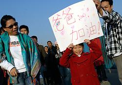 21-10-2007 ATLETIEK: ANA BEIJING MARATHON: BEIJING CHINA<br /> De Beijing Olympic Marathon Experience georganiseerd door NOC NSF en ATP is een groot succes geworden / Chinese supportster<br /> ©2007-WWW.FOTOHOOGENDOORN.NL