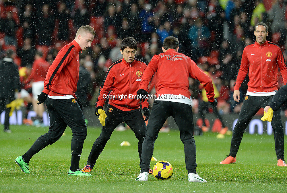 Manchester United's Shinji Kagawa warms-up before kick-off