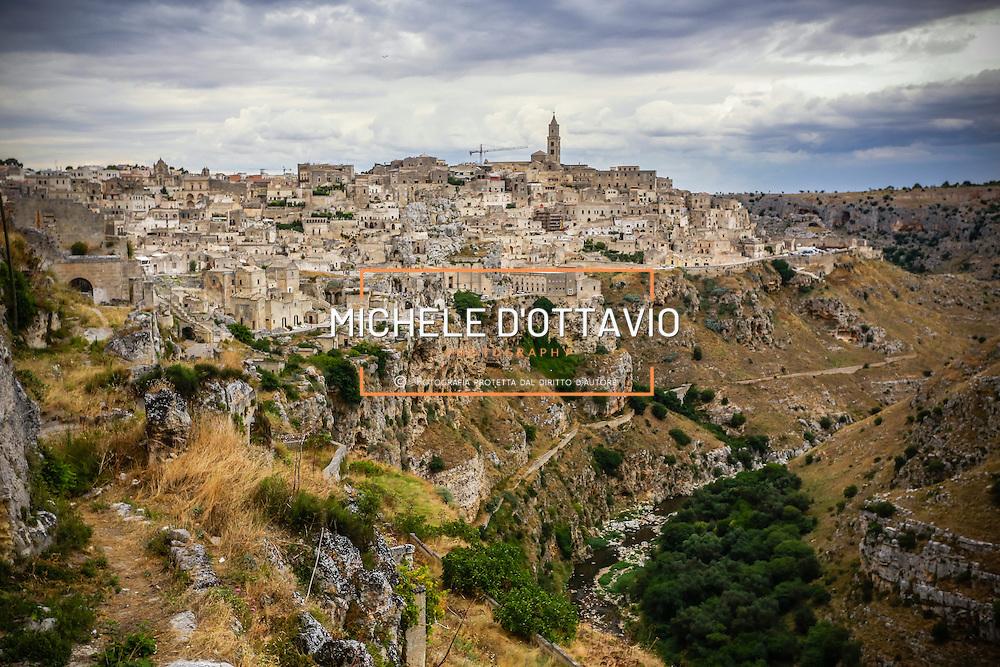 Matera la Citt&agrave; dei Sassi Patrimonio Mondiale UNESCO.<br /> Matera: il paesaggio dei Sassi dal Parco della Murgia Materana