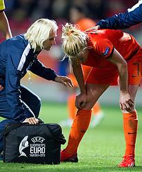 11.07.2013, Vaexjoe Arena, SWE, UEFA Damen Euro, Deutschland vs Niederlande, im Bild Netherland 7 Kirsten van den Ven skada skadan ont smärta injury pain // during UEFA Womens Euro Match between Germany and Netherland at the Vaexjoe Arena, Vaexjoe, Sweden on 2013/07/11. EXPA Pictures © 2013, PhotoCredit: EXPA/ PicAgency Skycam/ Harkan Andersson<br /> <br /> ***** ATTENTION - OUT OF SWE *****