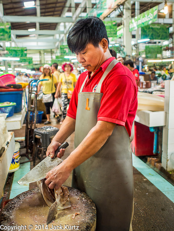 09 DECEMBER 2014 - THONBURI, BANGKOK, THAILAND: A fish seller cuts up fish in his stall in a market in the Thonburi section of Bangkok, near the Wong Wian Yai Train Station.    PHOTO BY JACK KURTZ