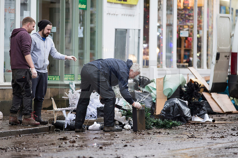 © Licensed to London News Pictures. 28/12/2015. Tadcaster UK. The people of Tadcaster have begun a huge clean up operation this morning after the River Wharf broke it's banks and flooded property on Bridge Street. Photo credit: Andrew McCaren/LNP