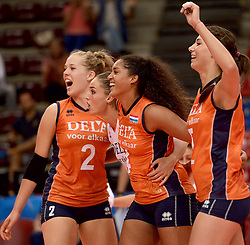 23-09-2014 ITA: World Championship Nederland - Kazachstan, Verona<br /> Nederland wint de opening wedstrijd met 3-0 / Femke Stoltenborg, Myrthe Schoot, Celeste Plak, Robin de Kruijf