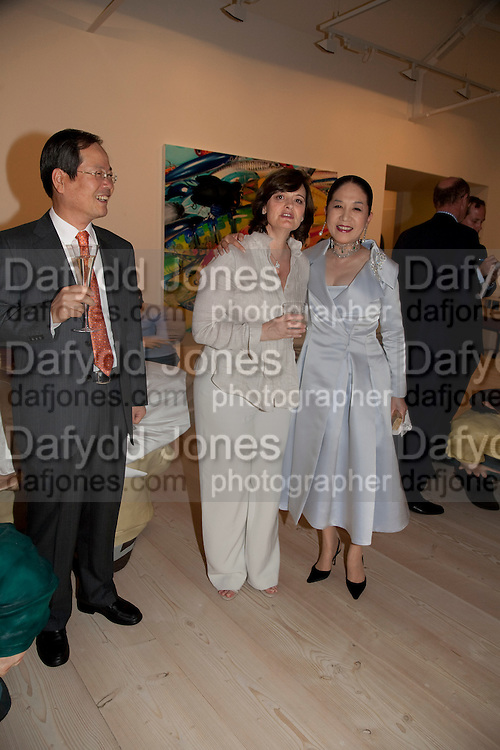 CHERIE BLAIR; DOWAGER VISCOUNTESS ROTHERMERE;, Korean Eye Dinner  hosted by The Dowager Viscountess Rothermere and Simon De Pury.Sponsored by CJ, Korean Food Globalization Team, Hino Consulting and Visit Korea Committee. Phillips de Pury Space, Saatchi Gallery.  Sloane Sq. London. 2 July 2009.