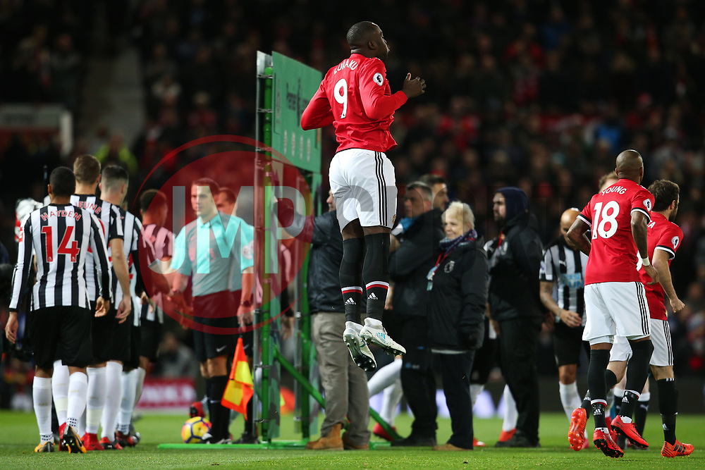 Romelu Lukaku of Manchester United jumps before kick off - Mandatory by-line: Matt McNulty/JMP - 18/11/2017 - FOOTBALL - Old Trafford - Manchester, England - Manchester United v Newcastle United - Premier League