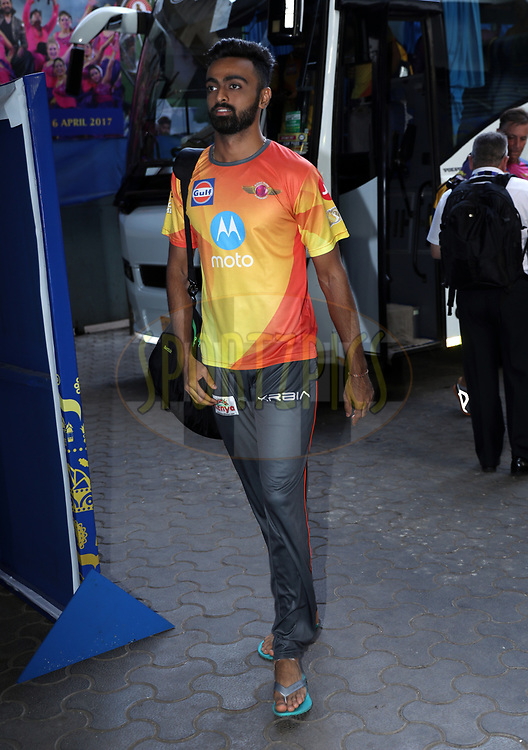 Jaydev Unadkat of Rising Pune Supergiant  arrives for the Qualifier 1 match (match 57) of the Vivo 2017 Indian Premier League between the Mumbai Indians and the Rising Pune Supergiant held at the Wankhede Stadium in Mumbai, India on the 16th May 2017<br /> <br /> Photo by Sandeep Shetty - Sportzpics - IPL