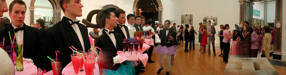 Waiters, Gala opening of the summer exhibition, Royal Academy. 28 May 2003. © Copyright Photograph by Dafydd Jones 66 Stockwell Park Rd. London SW9 0DA Tel 020 7733 0108 www.dafjones.com