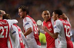 17-09-2015 NED: UEFA Europa League AFC Ajax - Celtic FC, Amsterdam<br /> Ajax heeft in zijn eerste duel in de Europa League thuis moeizaam met 2-2 gelijkgespeeld tegen Celtic / Lasse Schone #20 scoort de 2-2, Mitchell Dijks #35, Jairo Riedewald #22