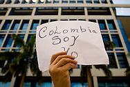 """Cientos de venezolanos protestan contra las FARC en Caracas hoy, 4 de febrero de 2008. Una movilización internacional con el lema """"No a las FARC"""" está opcuando hoy las calles de 131 ciudades de todo el mundo tras una convocatoria hecha a través de internet. (ivan gonzalez)."""