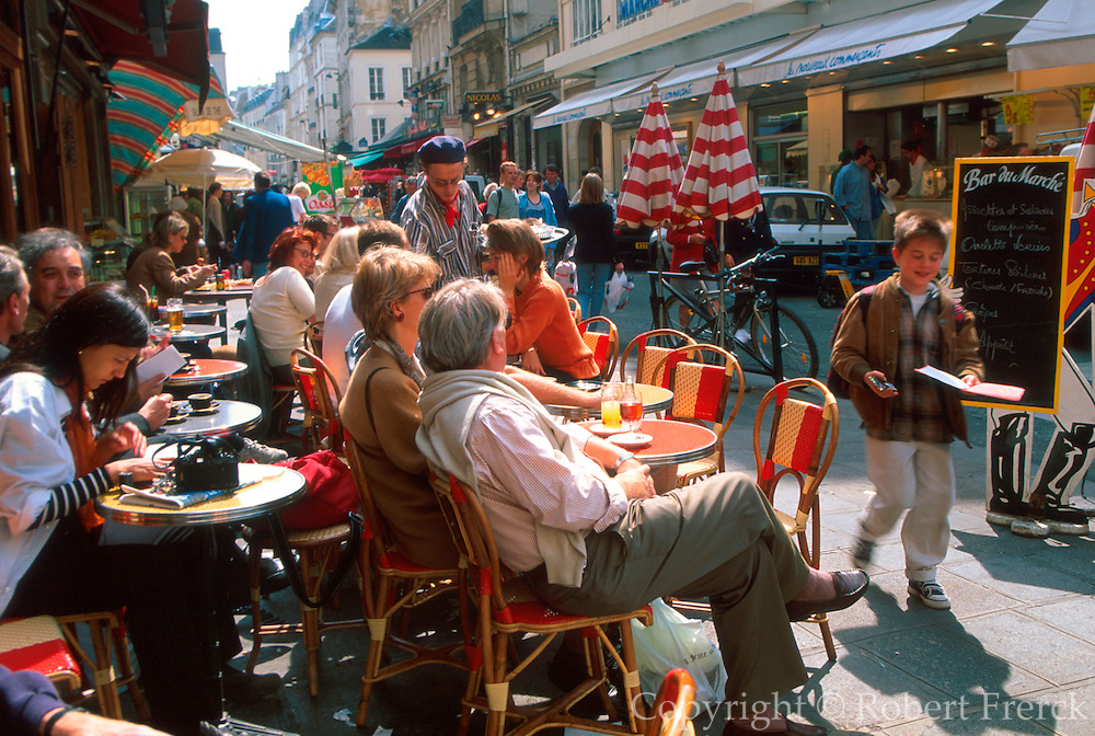 FRANCE, PARIS, LEFT BANK Cafe du Marche, favorite bar at Rue de Seine and Rue Buci in St. Germain area of the city
