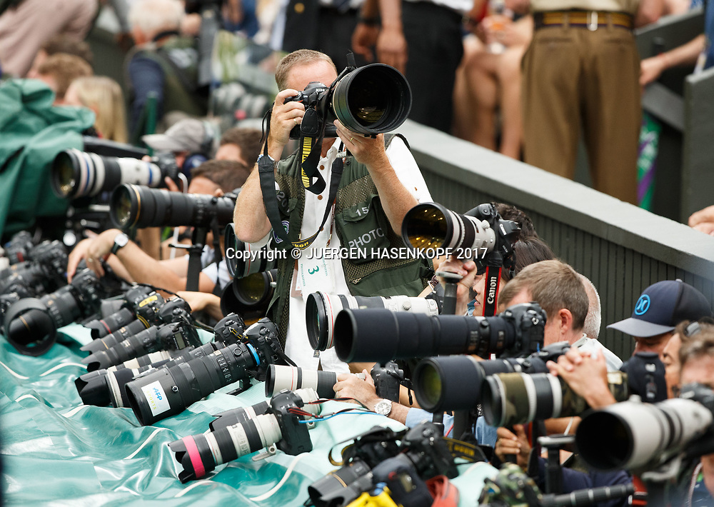 Wimbledon Feature, Fotografen im Graben auf dem Centre Court,Kameras,Medien,Presse,<br /> <br /> Tennis - Wimbledon 2017 - Grand Slam ITF / ATP / WTA -  AELTC - London -  - Great Britain  - 15 July 2017.