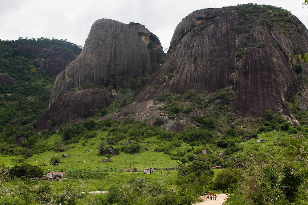 Santo Antonio do Jacinto_MG, Brasil...Montanha rochosa em Santo Antonio do Jacinto, Minas Gerais...The rocky mountain in Santo Antonio do Jacinto, Minas Gerais...Foto: LEO DRUMOND / NITRO..