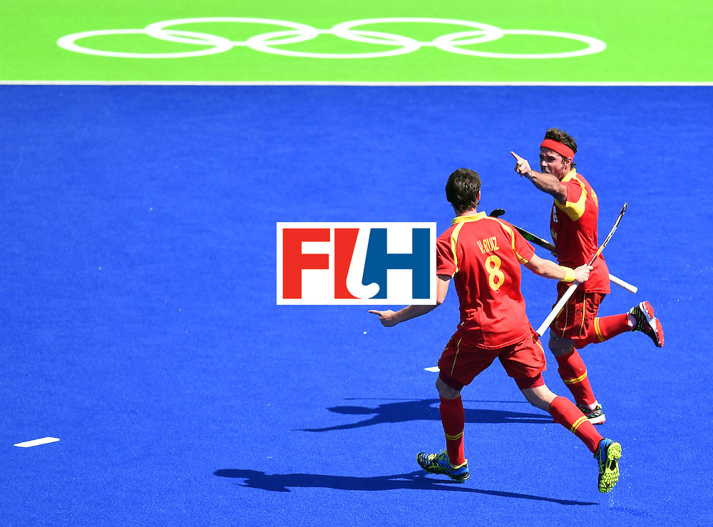 Spain's Pau Quemada (R) celebrates a goal with Spain's Vicenc Ruiz during the men's quarterfinal field hockey Spain vs Argentina match of the Rio 2016 Olympics Games at the Olympic Hockey Centre in Rio de Janeiro on August 14, 2016. / AFP / MANAN VATSYAYANA        (Photo credit should read MANAN VATSYAYANA/AFP/Getty Images)