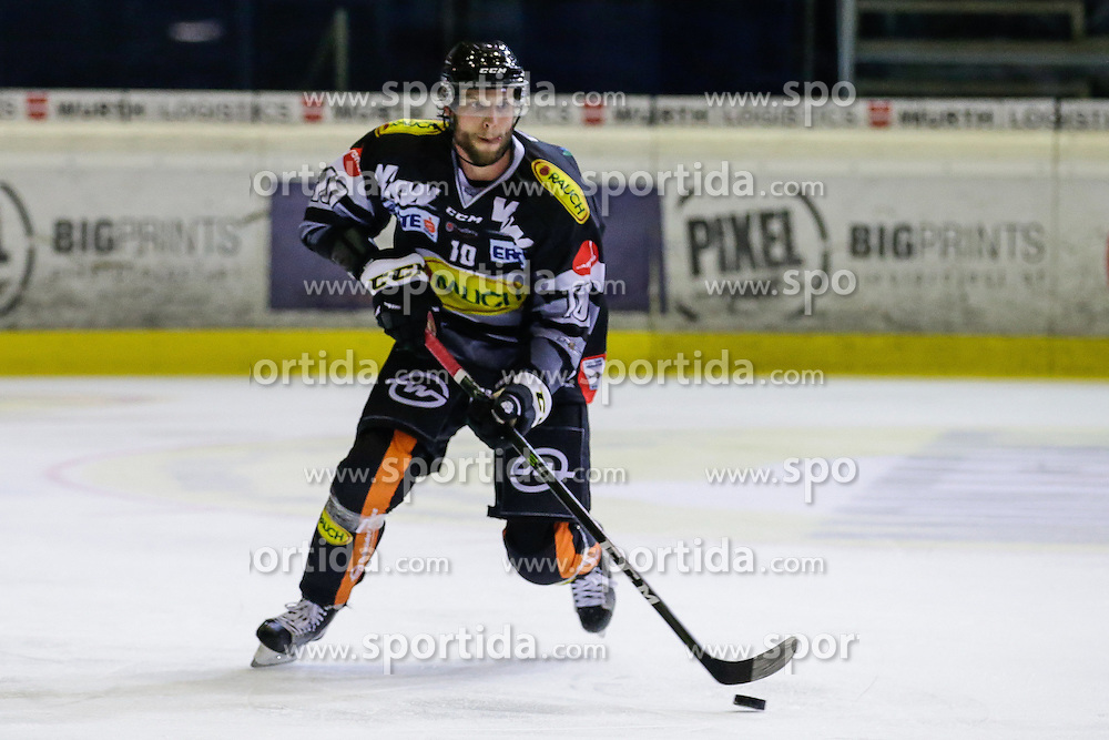 16.09.2016, Messestadion, Dornbirn, AUT, EBEL, Dornbirner Eishockey Club vs Moser Medical Graz 99ers, 1. Runde, im Bild Kevin Schmidt, (Dornbirner Eishockey Club, #10) // during the Erste Bank Icehockey League 1st Round match between Dornbirner Eishockey Club and Moser Medical Graz 99ers at the Messestadion in Dornbirn, Austria on 2016/09/16. EXPA Pictures © 2016, PhotoCredit: EXPA/ Peter Rinderer