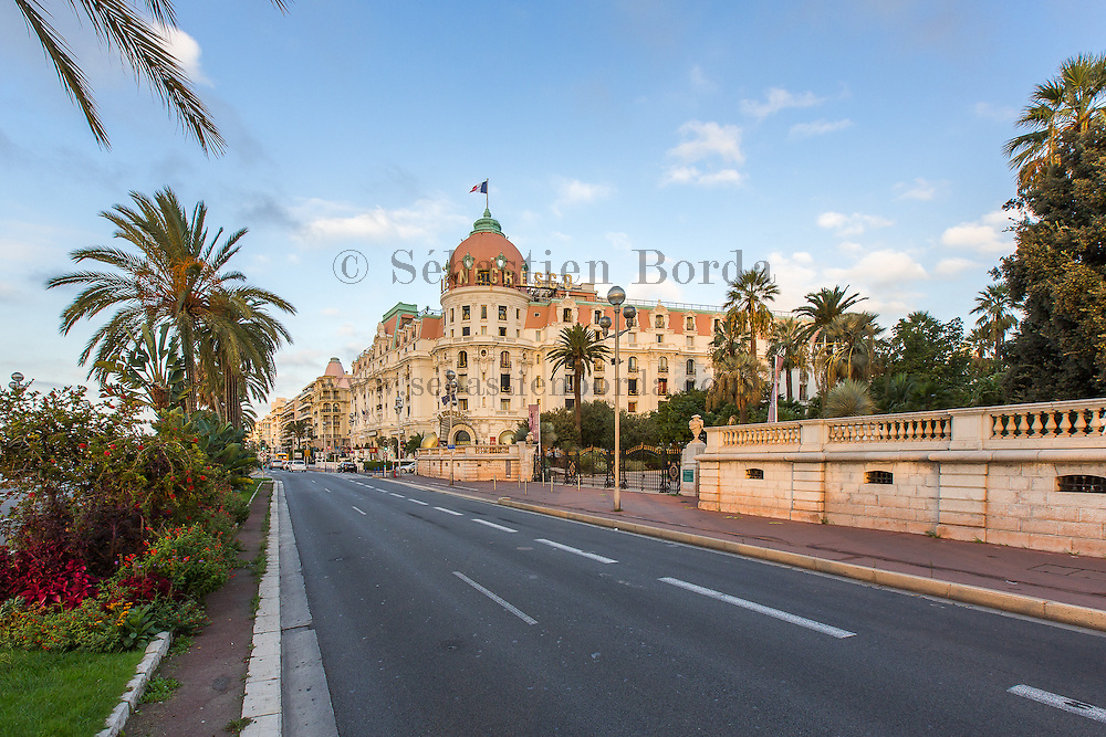 Hôtel de luxe Negresco situé sur la promenade des Anglais  // Negresco luxury hotel located on promenade des Anglais
