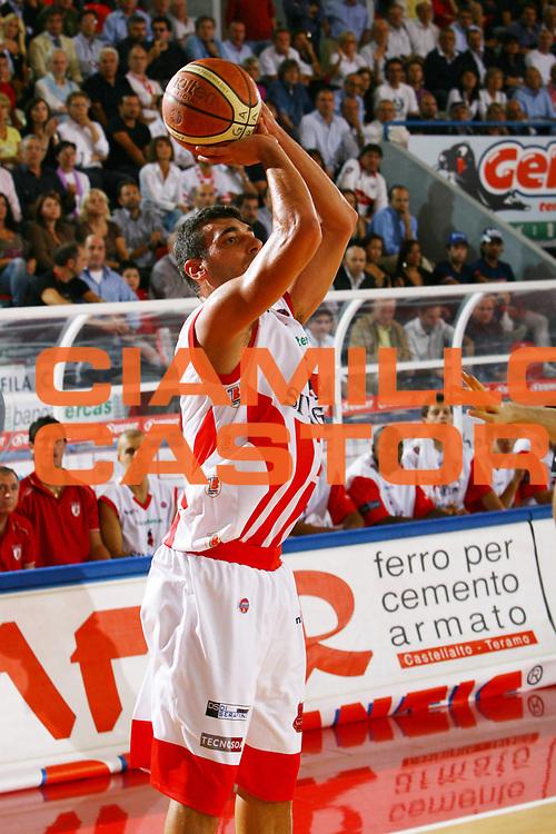 DESCRIZIONE : Teramo Lega A1 2007-08 Siviglia Wear Teramo Lottomatica Virtus Roma <br /> GIOCATORE : Gianluca Lulli <br /> SQUADRA : Siviglia Wear Teramo <br /> EVENTO : Campionato Lega A1 2007-2008 <br /> GARA : Siviglia Wear Teramo Lottomatica Virtus Roma <br /> DATA : 04/10/2007<br /> CATEGORIA : Tiro <br /> SPORT : Pallacanestro <br /> AUTORE : Agenzia Ciamillo-Castoria/M. Carrelli <br /> Galleria : Lega Basket A1 2007-2008 <br /> Fotonotizia : Teramo Campionato Italiano Lega A1 2007-2008 Siviglia Wear Teramo Lottomatica Virtus Roma <br /> Predefinita :