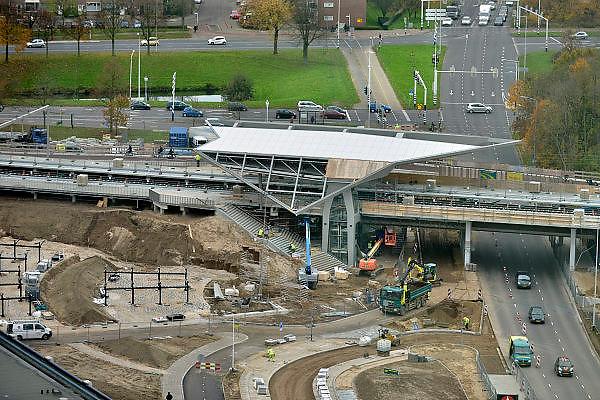 Nederland, Nijmegen, 19-11-2014Het nieuwe NS station Goffert in aanbouw vanaf kantoorgebouw 52degrees.FOTO: FLIP FRANSSEN/ HOLLANDSE HOOGTE