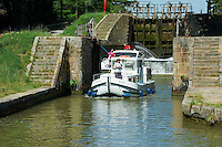 France, Aude (11), Canal du Midi, classé Patrimoine Mondial de l'UNESCO, écluse de Pechlaurier // France, Languedoc-Roussillon, Aude (11), Canal du Midi, lock of Pechlaurier