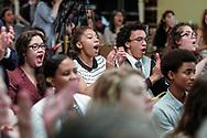 6月13日,美国洛杉矶,亲友为毕业生喝采。当日,美国大学预备高中 (AUP)举办该校第一届毕业典礼,共十二名毕业生。新华社发 (赵汉荣摄)<br /> Students of American University Preparatory School participate in a graduation ceremony at a hotel in downtown Los Angeles, the United States, on Saturday, May 27, 2017. American University Preparatory School is a private, for-profit, four-year, co-educational boarding and day college preparatory high school for grades 9-12 located in Los Angeles, California, at the center of downtown Los Angeles. (Xinhua/Zhao Hanrong)