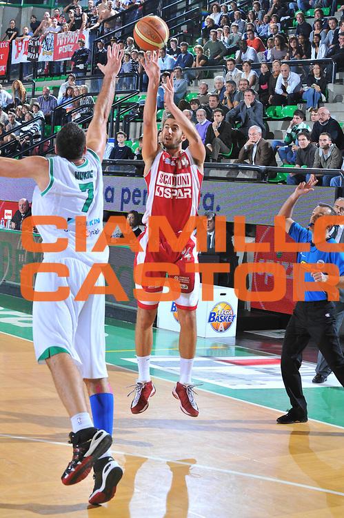 DESCRIZIONE : Treviso Lega A 2009-10 Benetton Treviso Scavolini Spar Pesaro<br /> GIOCATORE : Simone Flamini<br /> SQUADRA : Scavolini Spar Pesaro<br /> EVENTO : Campionato Lega A 2009-2010<br /> GARA : Benetton Treviso Scavolini Spar Pesaro<br /> DATA : 25/10/2009 <br /> CATEGORIA : Tiro<br /> SPORT : Pallacanestro <br /> AUTORE : Agenzia Ciamillo-Castoria/M.Gregolin