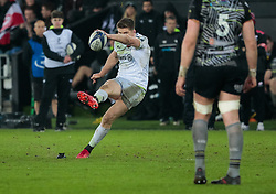 Saracens' Owen Farrell kicks a penalty<br /> <br /> Photographer Simon King/Replay Images<br /> <br /> European Rugby Champions Cup Round 5 - Ospreys v Saracens - Saturday 13th January 2018 - Liberty Stadium - Swansea<br /> <br /> World Copyright © Replay Images . All rights reserved. info@replayimages.co.uk - http://replayimages.co.uk