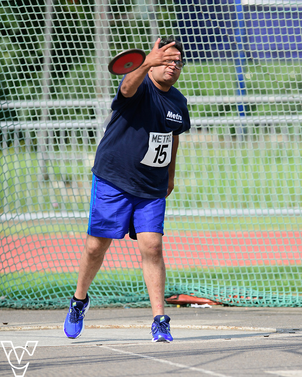 Metro Blind Sport's 2017 Athletics Open held at Mile End Stadium.  Discus.  Atif Umer<br /> <br /> Picture: Chris Vaughan Photography for Metro Blind Sport<br /> Date: June 17, 2017