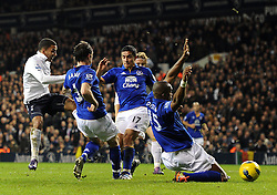 11.01.2012, White Hart Lane Stadion, London, ENG, PL, Tottenham Hotspur vs FC Everton, Nachtragsspiel, im Bild Tottenham Hotspur's Aaron Lennon scores the opening goal during the football match of English premier league, resentful game, between Tottenham Hotspur and FC Everton at White Hart Lane Stadium, London, United Kingdom on 2012/01/11. EXPA Pictures © 2012, PhotoCredit: EXPA/ Propagandaphoto/ Chris Brunskill..***** ATTENTION - OUT OF ENG, GBR, UK *****