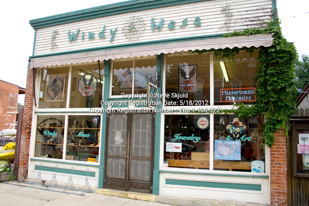 Windy Mesa a Navajo Zuni and Hopi American Indian jewelry and art shop. Lanesboro Minnesota MN USA