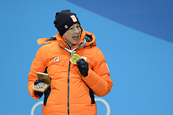 February 12, 2018 - Pyeongchang, South Korea - SVEN KRAMER of the Netherlands with his gold medal from the men's 5,000m Speed Skating event in the PyeongChang Olympic games. (Credit Image: © Christopher Levy via ZUMA Wire)
