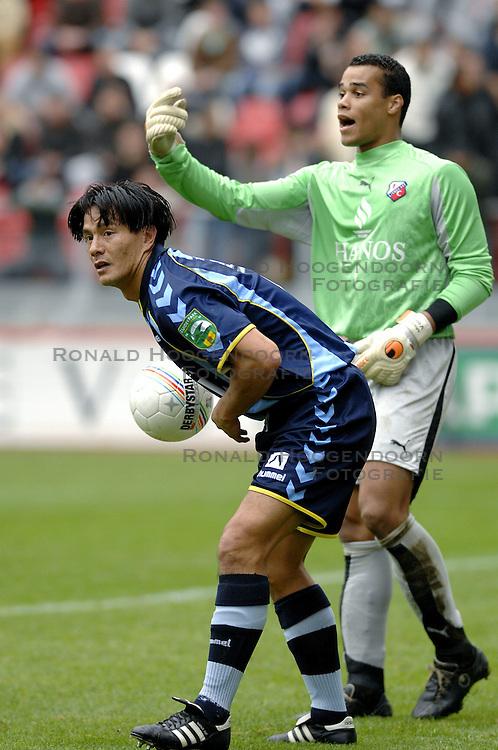 22-10-2006 VOETBAL: UTRECHT - DEN HAAG: UTRECHT<br /> FC Utrecht wint in eigenhuis met 2-0 van FC Den Haag / Michael Mols en Michel Vorm<br /> &copy;2006-WWW.FOTOHOOGENDOORN.NL