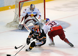 01.04.2010, Keine Sorgen Eisarena, Linz, AUT, EBEL, EHC Liwest Linz vs EC Red Bull Salzburg, Finale im Bild Rob Shearer Linz und Jeremy Rebek Salzburg, EXPA Pictures © 2010, PhotoCredit: EXPA/R.Eisenbauer / SPORTIDA PHOTO AGENCY