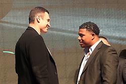 26.01.2010, Lanxess-Arena, Koeln, GER, Weltmeisterschaft Schwergewicht, Pressekonferenz Dr. Vitali Klitschko (GER) und .Odlanier Solis (Kuba) vor ihrem Kampf im Maerz, im Bild: Dr. Vitali Klitschko  (li.)  und Odlanier Solis  schauen sich nicht die Augen EXPA Pictures © 2011, PhotoCredit: EXPA/ nph/  Mueller       ****** out of GER / SWE / CRO ******