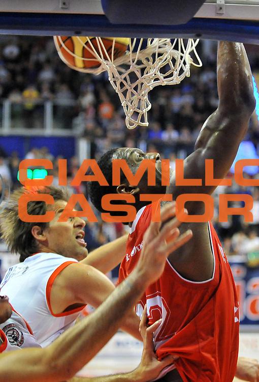 DESCRIZIONE : Biella Lega A 2012-13 Angelico Biella Cimberio Varese<br /> GIOCATORE : Bryant Dunston<br /> SQUADRA : Cimberio Varese<br /> EVENTO : Campionato Lega A 2012-2013 <br /> GARA : Angelico Biella Cimberio Varese <br /> DATA : 11/11/2012<br /> CATEGORIA : Schiacciata<br /> SPORT : Pallacanestro <br /> AUTORE : Agenzia Ciamillo-Castoria/ L.Goria<br /> Galleria : Lega Basket A 2012-2013 <br /> Fotonotizia : Biella Lega A 2012-13  Angelico Biella Cimberio Varese <br /> Predefinita