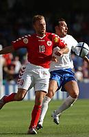 Fotball<br /> Euro 2004<br /> Portugal<br /> 14. juni 2004<br /> Foto: Dppi/Digitalsport<br /> NORWAY ONLY<br /> Italia v Danmark<br /> DENNIS ROMMEDAHL  (DEN) / GIANLUCA ZAMBROTTA (ITA)