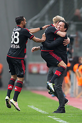 16.04.2016, BayArena, Leverkusen, GER, 1. FBL, Bayer 04 Leverkusen vs Eintracht Frankfurt, 30. Runde, im Bild Kevin Kampl (Bayer Leverkusen #44) und Trainer Roger Schmidt (Bayer 04 Leverkusen) beim Torjubel nach dem Treffer zum 1:0 mit Karim Bellarabi (Bayer 04 Leverkusen #38) // during the German Bundesliga 30th round match between Bayer 04 Leverkusen and Eintracht Frankfurt at the BayArena in Leverkusen, Germany on 2016/04/16. EXPA Pictures © 2016, PhotoCredit: EXPA/ Eibner-Pressefoto/ Schüler<br /> <br /> *****ATTENTION - OUT of GER*****
