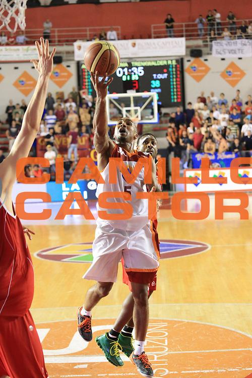 DESCRIZIONE : Roma Lega A 2012-2013 Acea Roma Trenkwalder Reggio Emilia playoff quarti di finale gara 2<br /> GIOCATORE : Goss Phil<br /> CATEGORIA : tiro sequenza equilibrio<br /> SQUADRA : Acea Roma<br /> EVENTO : Campionato Lega A 2012-2013 playoff quarti di finale gara 2<br /> GARA : Acea Roma Trenkwalder Reggio Emilia<br /> DATA : 11/05/2013<br /> SPORT : Pallacanestro <br /> AUTORE : Agenzia Ciamillo-Castoria/M.Simoni<br /> Galleria : Lega Basket A 2012-2013  <br /> Fotonotizia : Roma Lega A 2012-2013 Acea Roma Trenkwalder Reggio Emilia playoff quarti di finale gara 2<br /> Predefinita :