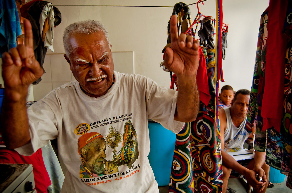 DANCING DEVILS OF NAIGUATA / DIABLOS DANZANTES DE NAIGUATA<br /> Photography by Aaron Sosa<br /> Roberto Izaguirre &quot;Robin&quot;<br /> Diablo Mayor<br /> Naiguata, Vargas State - Venezuela 2010.<br /> (Copyright &copy; Aaron Sosa)