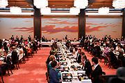 De Japanse keizer Naruhito heeft officieel de troon aanvaard en de belofte afgelegd dat hij zijn plicht als symbool van de staat zal vervullen. De 59-jarige Naruhito deed dat in een eeuwenoude ceremonie in de belangrijkste zaal van het keizerlijke paleis in Tokio in aanwezigheid van staatshoofden en gasten uit meer dan 180 landen.<br /> <br /> The Japanese emperor Naruhito has officially accepted the throne and made the promise that he will fulfill his duty as a symbol of the state. The 59-year-old Naruhito did that in an ancient ceremony in the main hall of the Imperial Palace in Tokyo in the presence of heads of state and guests from more than 180 countries.<br /> <br /> Op de foto / On the photo:   State Banquet Shunjyu-no-Ma