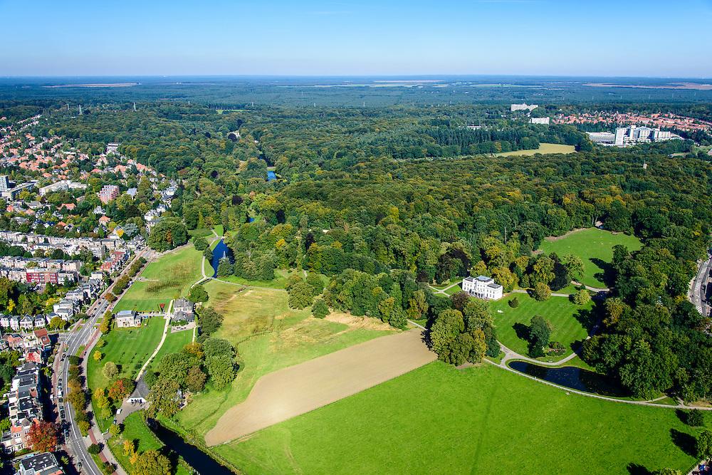 Nederland, Gelderland, Arnhem, 30-09-2015; Sonsbeek Park en Zijpendaalseweg. In de voorgrond Stadsvilla Sonsbeek (Witte Villa of Huis Sonsbeek), de wijk Alteveer-Cranvelt in de achtergrond..<br /> Town villa and estate, now city park Arnhem.<br /> luchtfoto (toeslag op standard tarieven);<br /> aerial photo (additional fee required);<br /> copyright foto/photo Siebe Swart