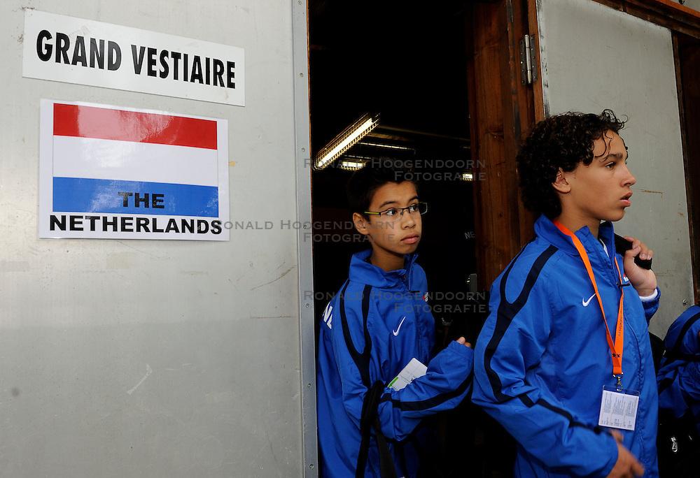27-08-2011 VOETBAL: WK JUNIORCUP: GENEVE<br /> Nederland komt de eerste dag goed door. Alle vier de wedstrijden worden gewonnen met een doelsaldo van 12-0. Morgen de halve finales / Jorgin van Lieshout en Ike Hatenboer<br /> &copy;2011-FotoHoogendoorn.nl
