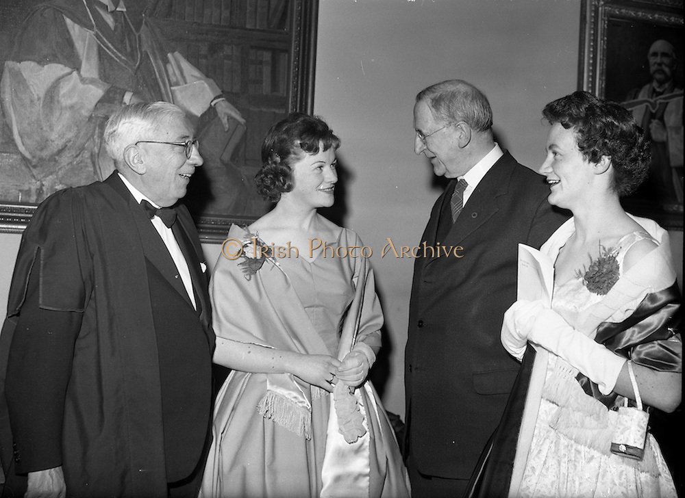 20/2/1959<br /> 02/20/1959<br /> 20 February 1959<br /> <br /> President Éamon de Valera speaking with party goers at the Cunmann Gaelach Inaugural