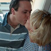 Start Radio Nationaal Hilversum, Frans Bauer kust zijn vriendin Marisca Rossenberg