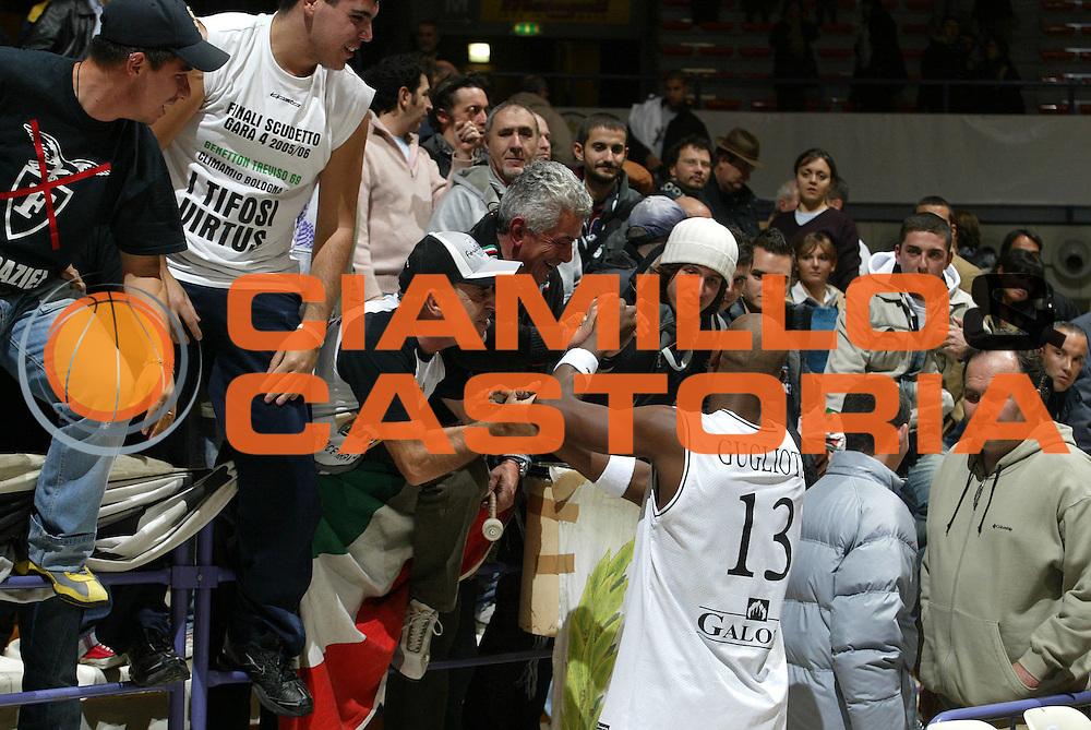 DESCRIZIONE : Bologna Fiba Cup 2006-07 Europonteggi Virtus Bologna Adecco Asvel Villeurbanne <br /> GIOCATORE : Gugliotta Tifosi <br /> SQUADRA : Europonteggi Virtus Bologna <br /> EVENTO : Fiba Cup 2006-2007 <br /> GARA : Europonteggi Virtus Bologna Adecco Asvel Villeurbanne <br /> DATA : 14/11/2006 <br /> CATEGORIA : Esultanza <br /> SPORT : Pallacanestro <br /> AUTORE : Agenzia Ciamillo-Castoria/L.Villani <br /> Galleria : Fiba Eurocup  2006-2007 <br /> Fotonotizia : Bologna Europonteggi Virtus Bologna Adecco Asvel Villeurbanne <br /> Predefinita :