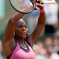 03 June 2007: Serena Williams thanks the audience during the French Tennis Open fourth round match won 6-2, 6-3 by Serena Williams against Russian player Dinara Safina, on day 8 at Roland Garros, in Paris, France.