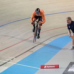 28-02-2018: Wielrennen: WK Baan: Apeldoorn<br />De laatste meters van Hoogland op de teamsprint met Bill Huck coachend