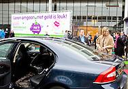UTRECHT 28-01-2015 Queen Maxima visited the stand Wijzer in geldzaken during the National Education exhibition in the Jaarbeurs in Utrecht.  COPYRIGHT ROBIN UTRECHT