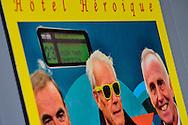 26-06-2015: Grande opening Hotel Heroique: Utrecht<br /> <br /> <br /> Een grote tentoonstelling in het oude postkantoor aan de Neude, met werk van Utrechtse en buitenlandse schilders, kunstenaar Ruud Kuijer en een aantal bekende Nederlandse Tour fotografen.<br /> <br /> Het idee kwam van Jeroen Wielaert. De ras Utrechter werkt sinds 1986 als verslaggever in de Tour. Hij kent het nomadische leven van de ronde zeer goed. Het is altijd verhuizen naar andere steden, met elke keer een ander hotel elke keer met andere decoraties. De tentoonstelling toont het verhaal van die tocht, de helden, wat ze ervaren en tegenkomen.