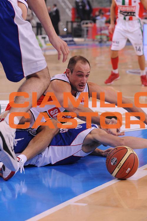 DESCRIZIONE : Torino Coppa Italia Final Eight 2012 Semifinale Scavolini Siviglia Pesaro Bennet Cantu<br /> GIOCATORE : Marco Cusin<br /> CATEGORIA : recupero<br /> SQUADRA : Scavolini Siviglia Pesaro<br /> EVENTO : Suisse Gas Basket Coppa Italia Final Eight 2012<br /> GARA : Scavolini Siviglia Pesaro Bennet Cantu <br /> DATA : 18/02/2012<br /> SPORT : Pallacanestro<br /> AUTORE : Agenzia Ciamillo-Castoria/M.Marchi<br /> Galleria : Final Eight Coppa Italia 2012<br /> Fotonotizia : Torino Coppa Italia Final Eight 2012 Semifinale Scavolini Siviglia Pesaro Bennet Cantu<br /> Predefinita :