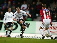 Fotball, 26. april 2003, Tippeligaen, Sogndal-Tromsø 3-1. Rune Buer Johansen, Sogndal, skyter ballen mellom bena til  Arne Vidar Moen, Tromsø.